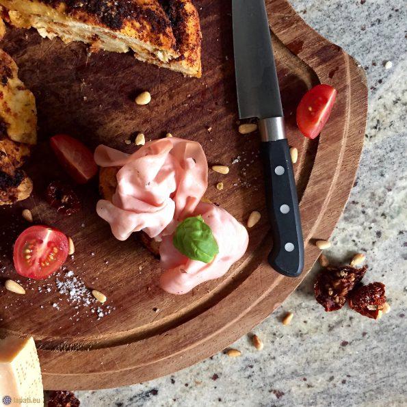 So kann's auch gehen mit italienischer Mortadella schmeckt der Brioche mit rotem Pesto auch sehr gut. Perfekt für die Brotzeit.