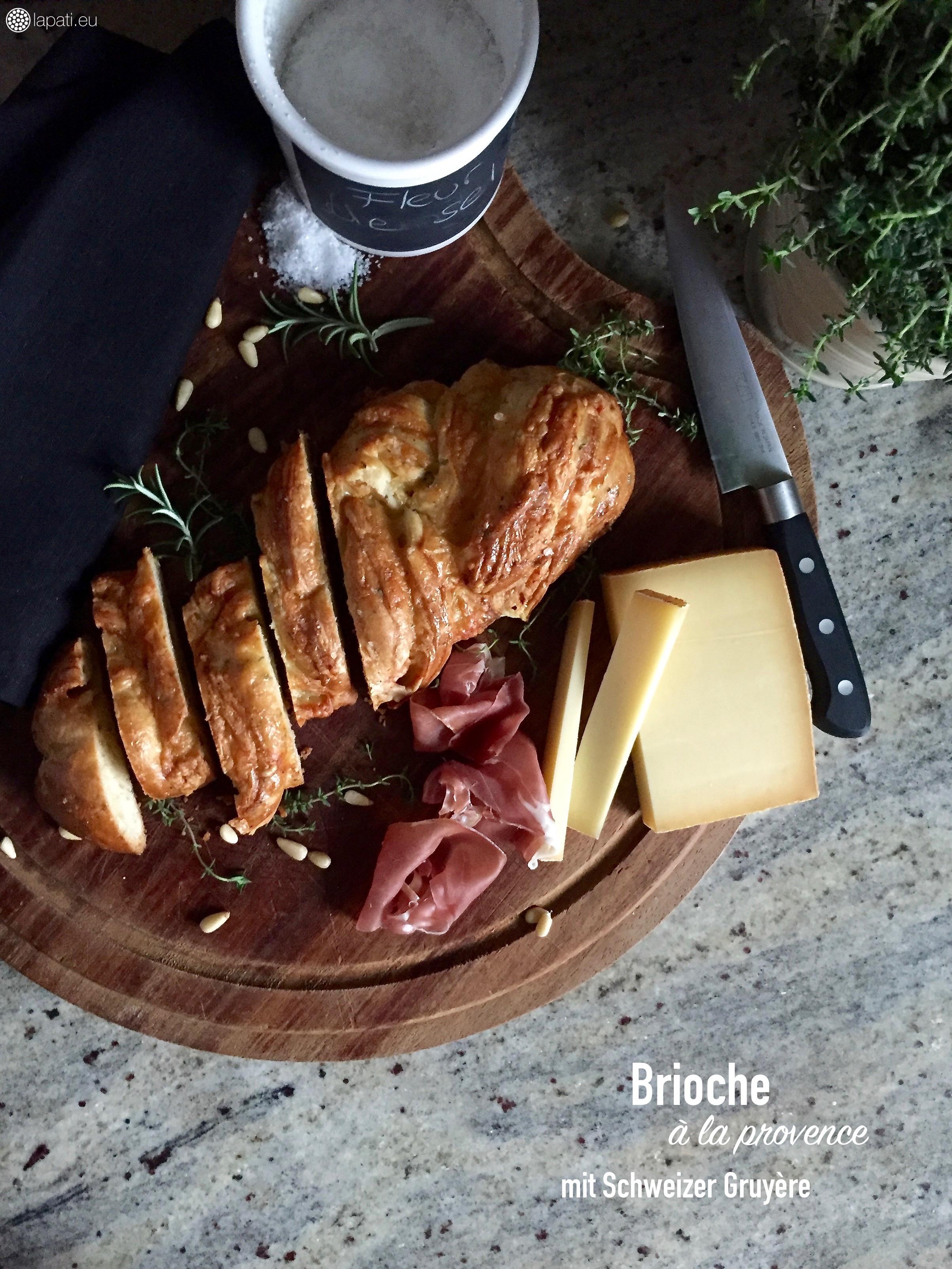 Ich liebe Brioche! Und herzhaft mit Kräutern und Käse umso mehr.
