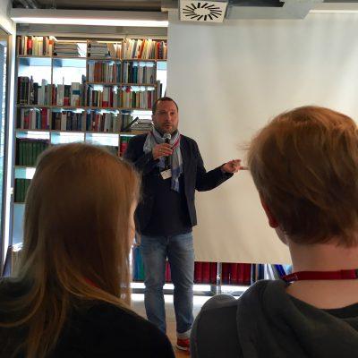 Max Thinius erklärt uns Bloggern den Wandel der Konsumgesellschaft.