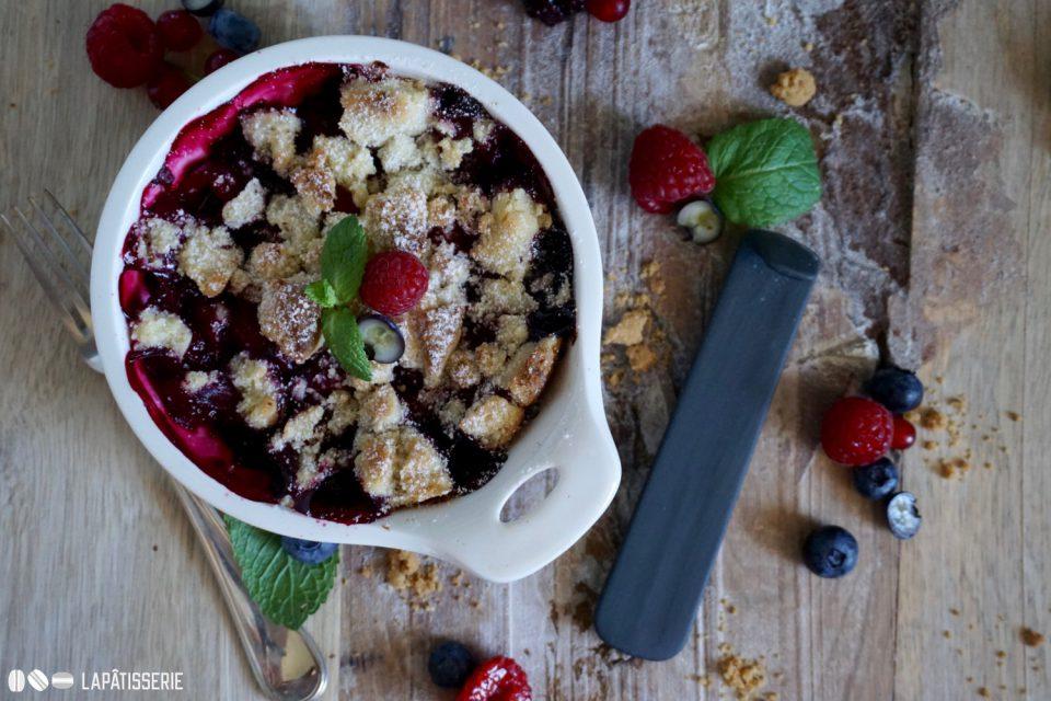 Einfach schnell zubereitet und dazu richtig lecker: Fruchtiger Beerencrumble