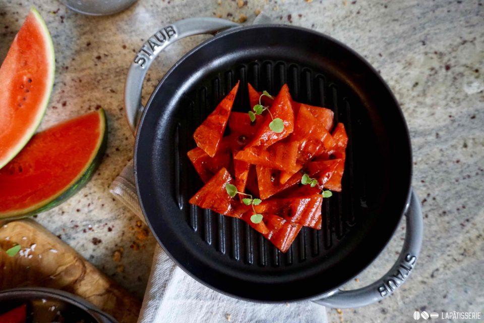 Einfach perfekt als leichtes Dessert beim Grillen: Wassermelone vom Grill mit erfrischendem Sorbet von der Kokosnuss.