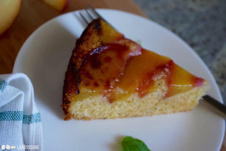 Oh ja, das Stück vom Upside Down Peach Cake ist für euch reserviert.