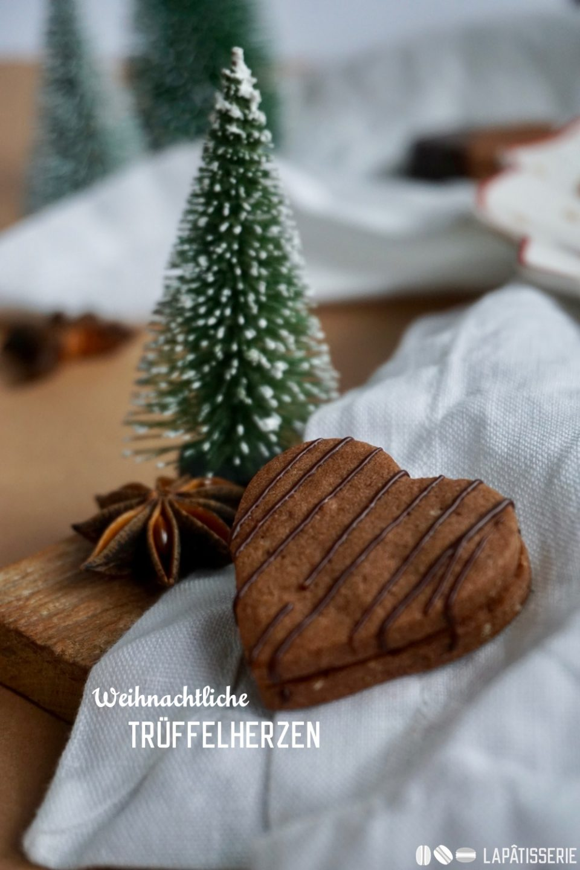 So einfach und schnell kann ein überraschendes Plätzchen gehen: Weihnachtliche Trüffelherzen mit Lauenstein.