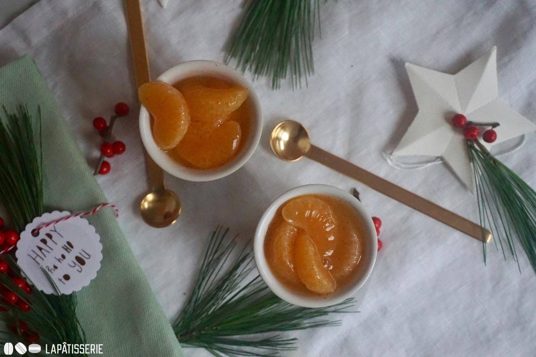 Passt an Weihnachten und Silvester: Mandarinenmousse mit fruchtigem Kompott. Luftig leicht und einer angenehmen Säure.