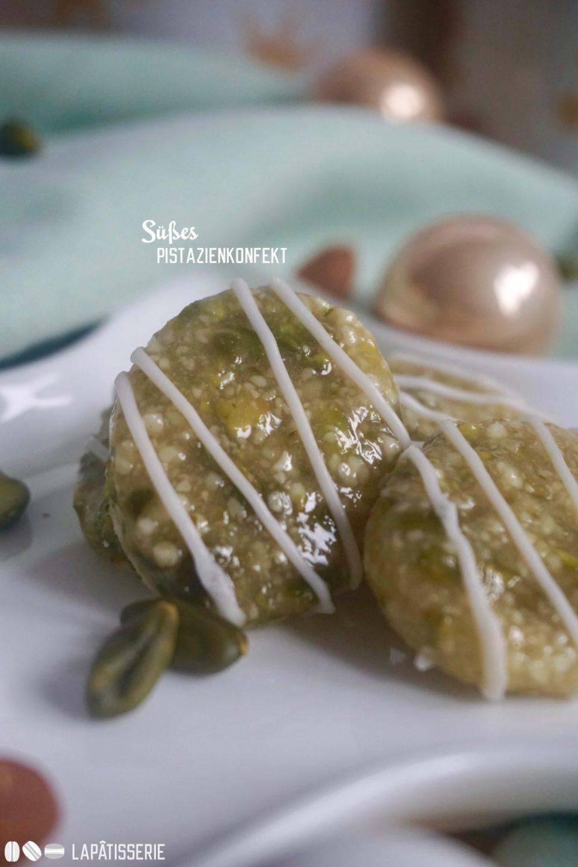 Eine runde Plätzchen, diesmal vegan und mit Pistazien und Mandeln: Süßes Pistazienkonfekt