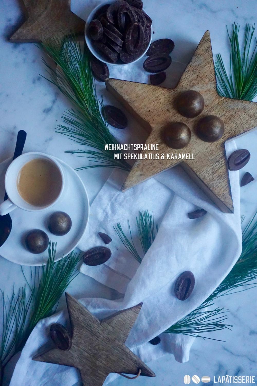 Weihnachtspralinen gefüllt mit Spekulatiusganache und leicht salzigem Karamell.