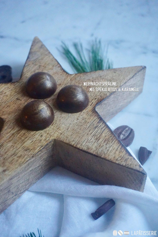 Ein kleines Weihnachtsgeschenk für Genießer: Pralinen mit Spekulatius und Karamell.