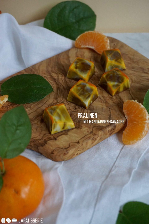 Feine Pralinen im Winter mit Mandarine und cremiger Vollmilchschokolade.