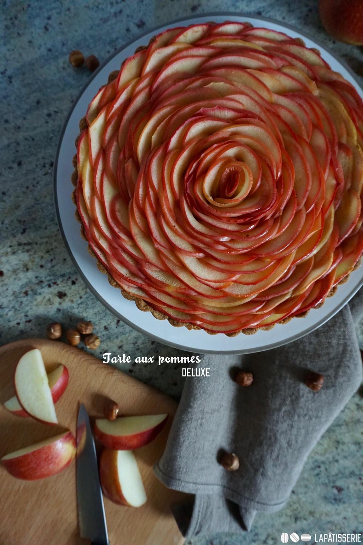 Einfach wunderschön: Die neue Tarte aux pommes deluxe mit Haselnuss und Apfelkompott.