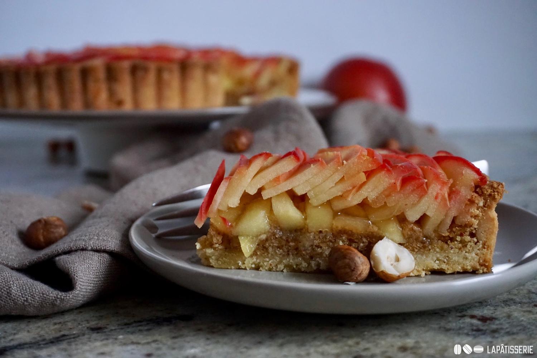 Was von außen schon schön ist, ist es auch im Inneren. Die Tarte aux pommes im Anschnitt.