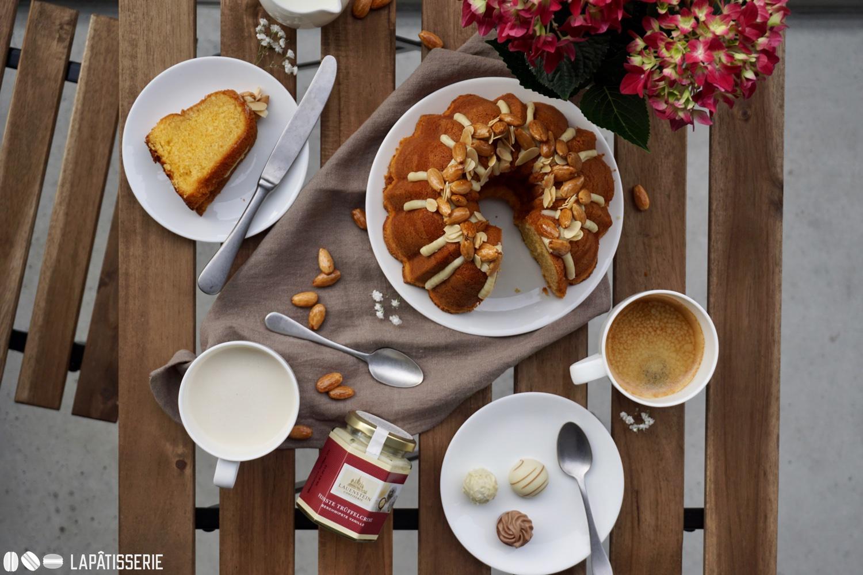 Kleine Kaffeetafel an Ostern, um meinen Balkon einzuweihen.
