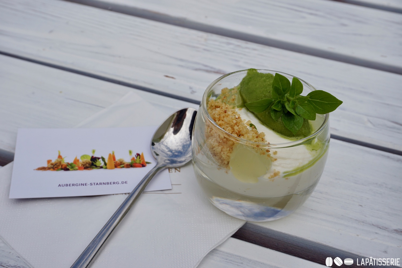 Dessert bei Aubergine: Basilikumsorbet mit Ricotta und Limette.