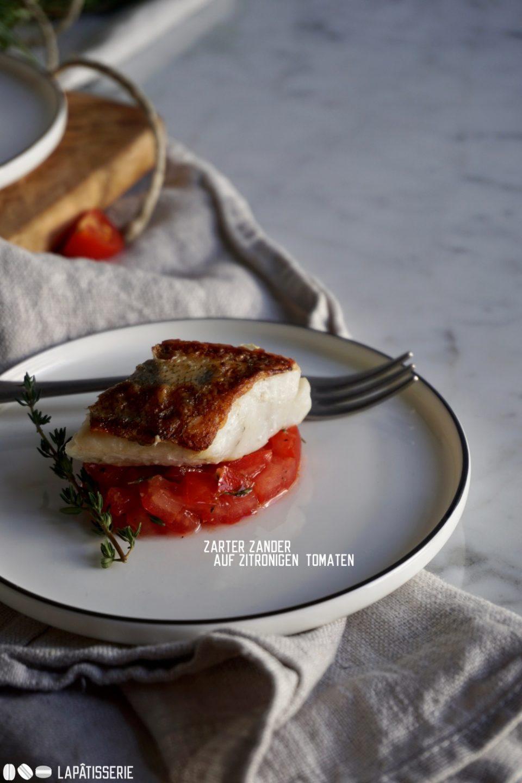 Der Hauptgang des #OneBiteMenu ist serviert: Zarter und saftiger Zander auf Zitronen-Tomatenwürfeln.