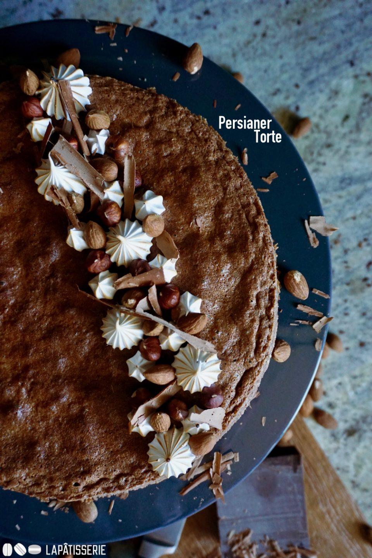 So viel Geschichte in einer dunklen Nusstorte aka Persianer Torte.