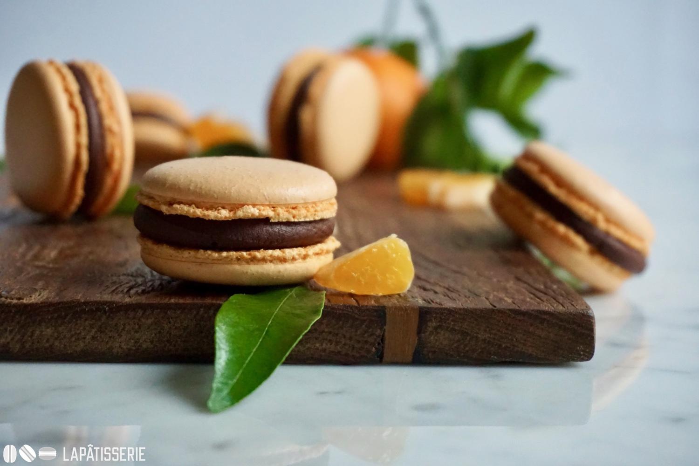 Macarons gehen zu jeder Jahreszeit. Im Winter mit Mandarine und dunkler Schokolade.
